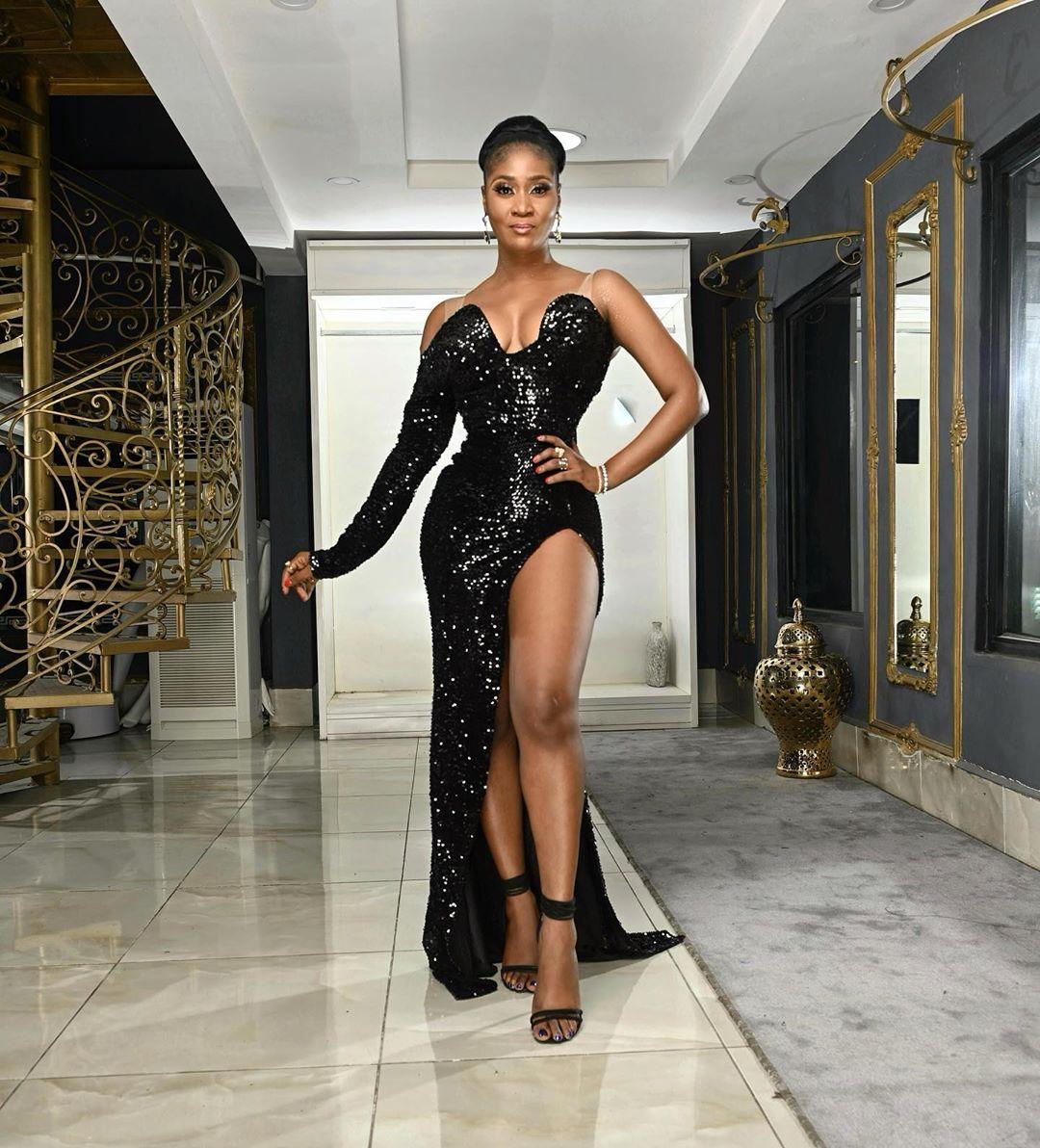 Toni Tones Split Gown Sets An Interesting fashion Trend