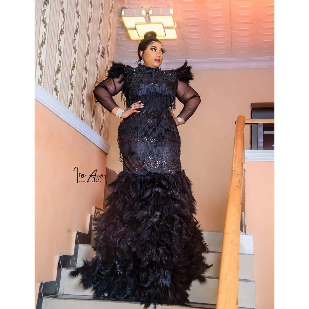 Lola Magaret Black Studded Gown Did Stand Out