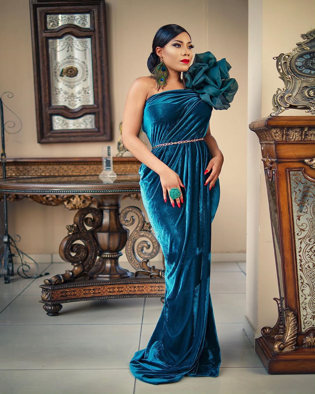 Zynnell Zuh One Hand Gown Is Just The Perfect Height Of A Fashionable Gown