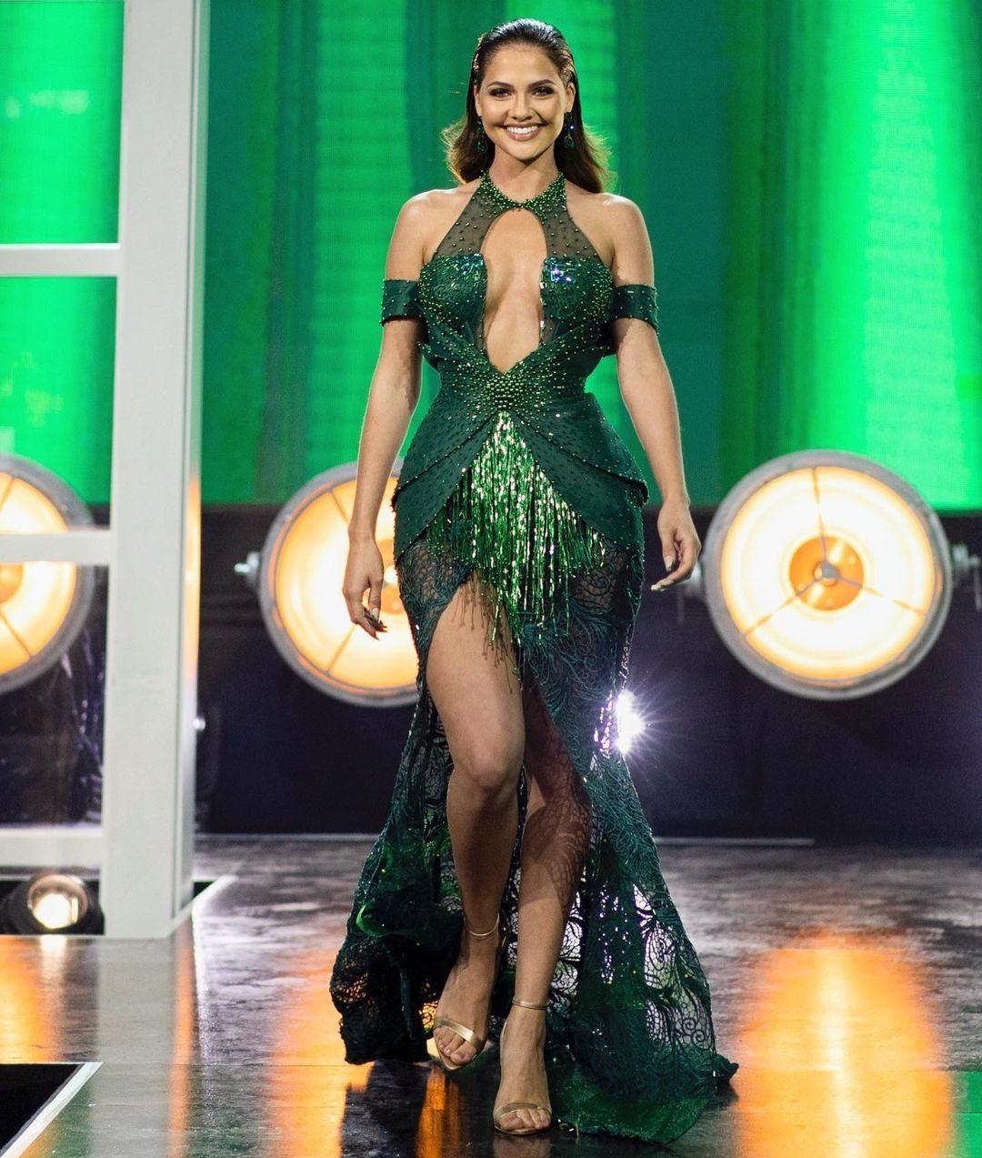 Natasha Joubert Look Facinating In Emerald Green