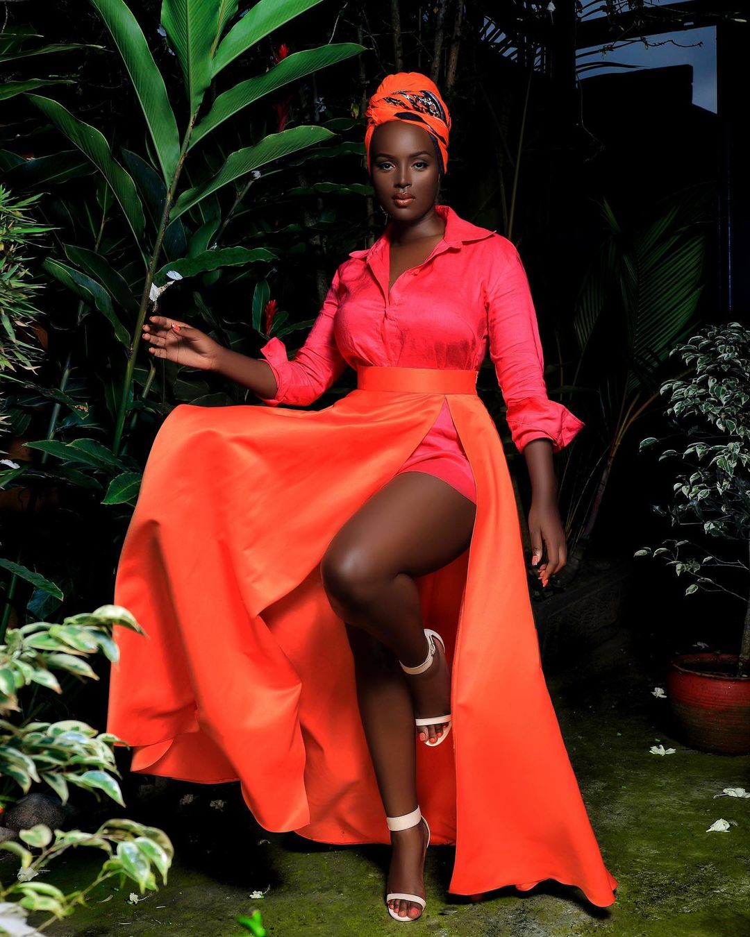 Bettinah Tianah Keeps It Simple With Elegant Pose