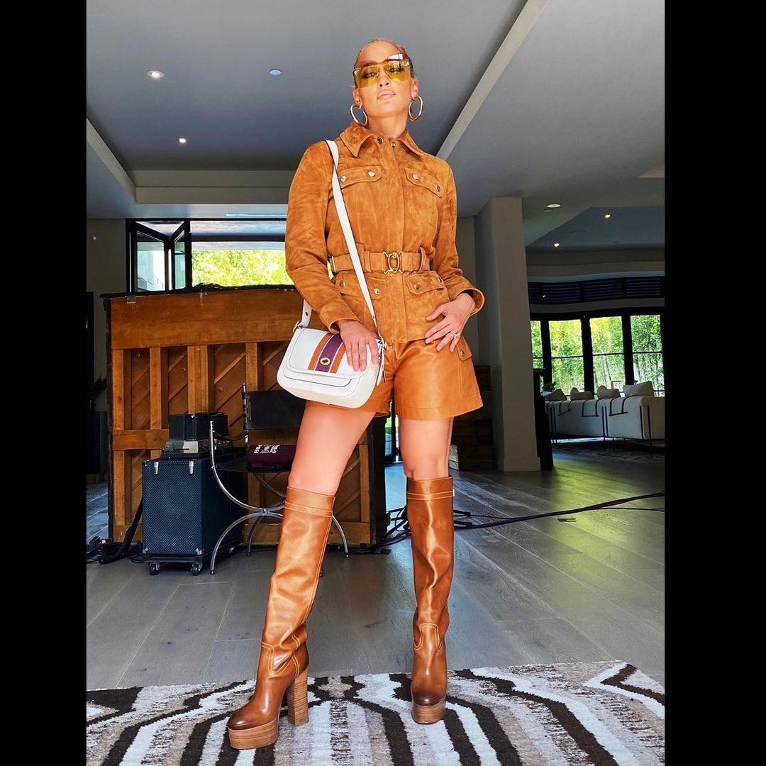 Jennifer Lopez Keeps It Simple And Stylish