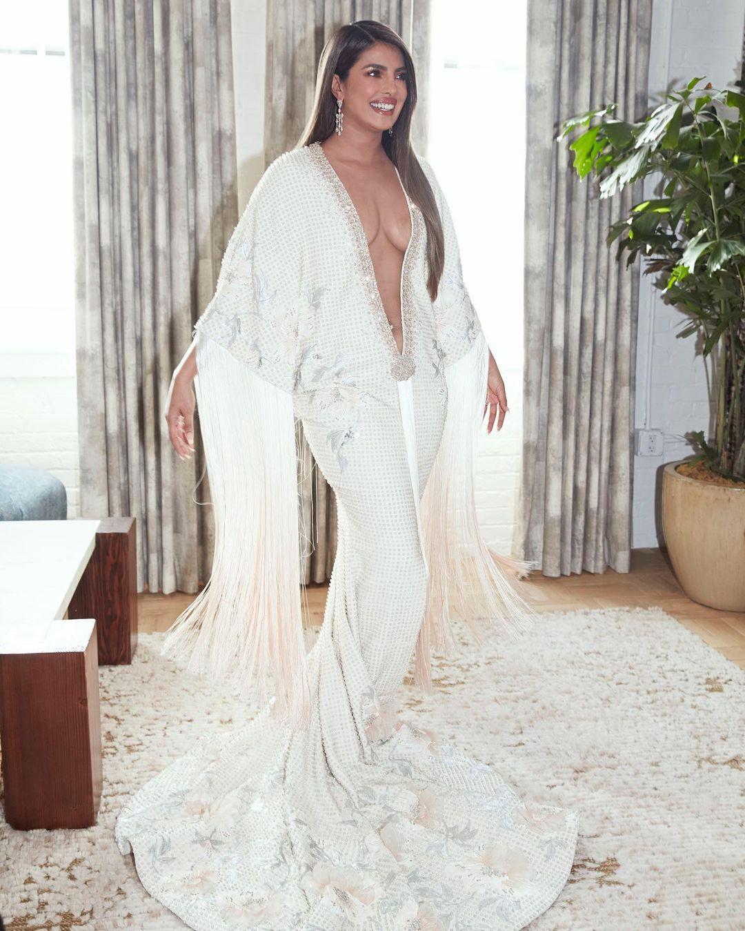 Priyannka Chopra Stuns In Bold Elegant Gown