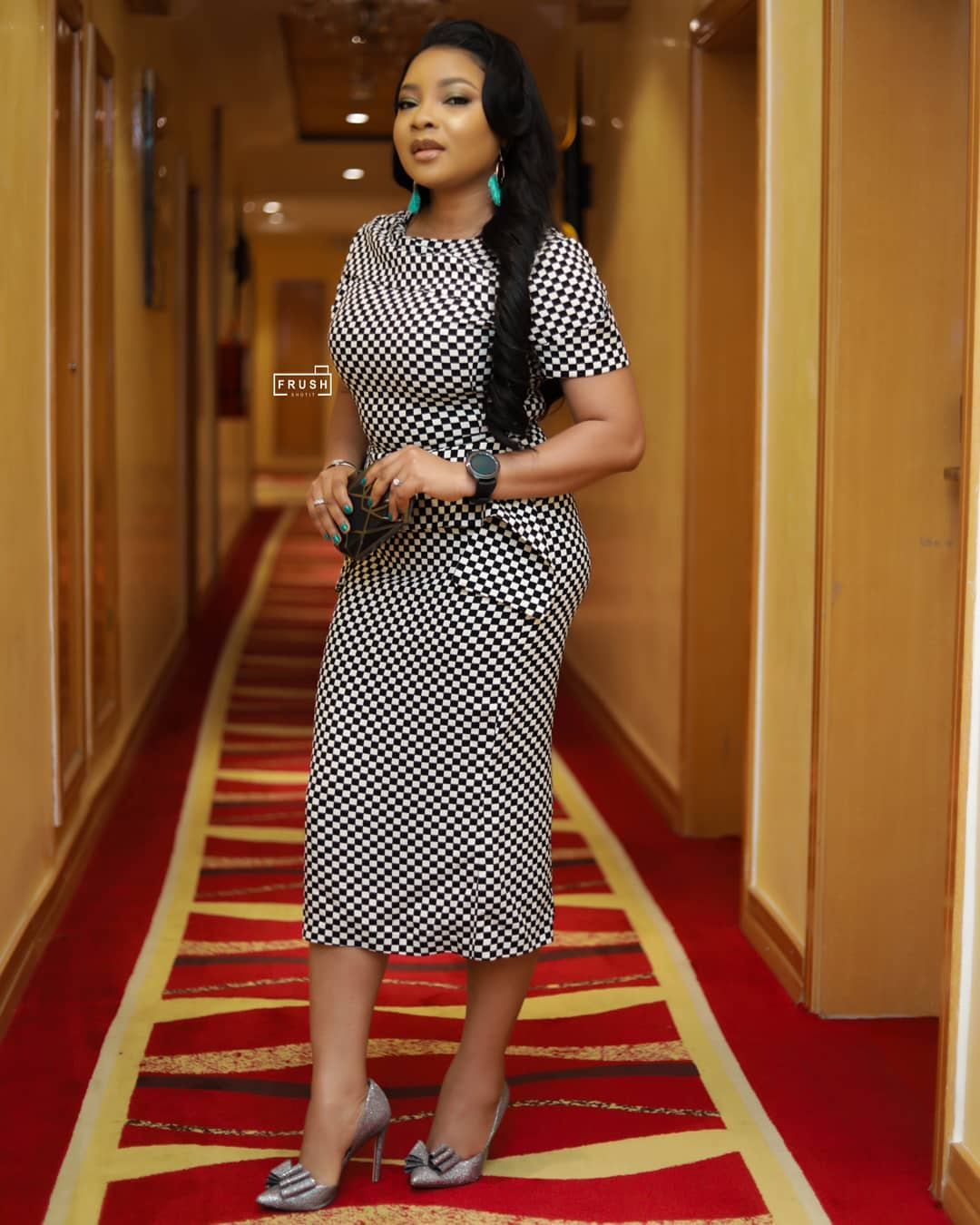 Linda Slaying Gown With Short Sleeve