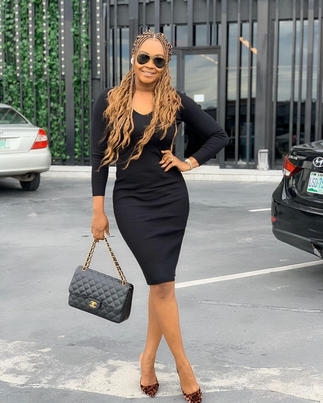 Tana Keeps It Simple On Long Sleeve Round Neck Black Gown