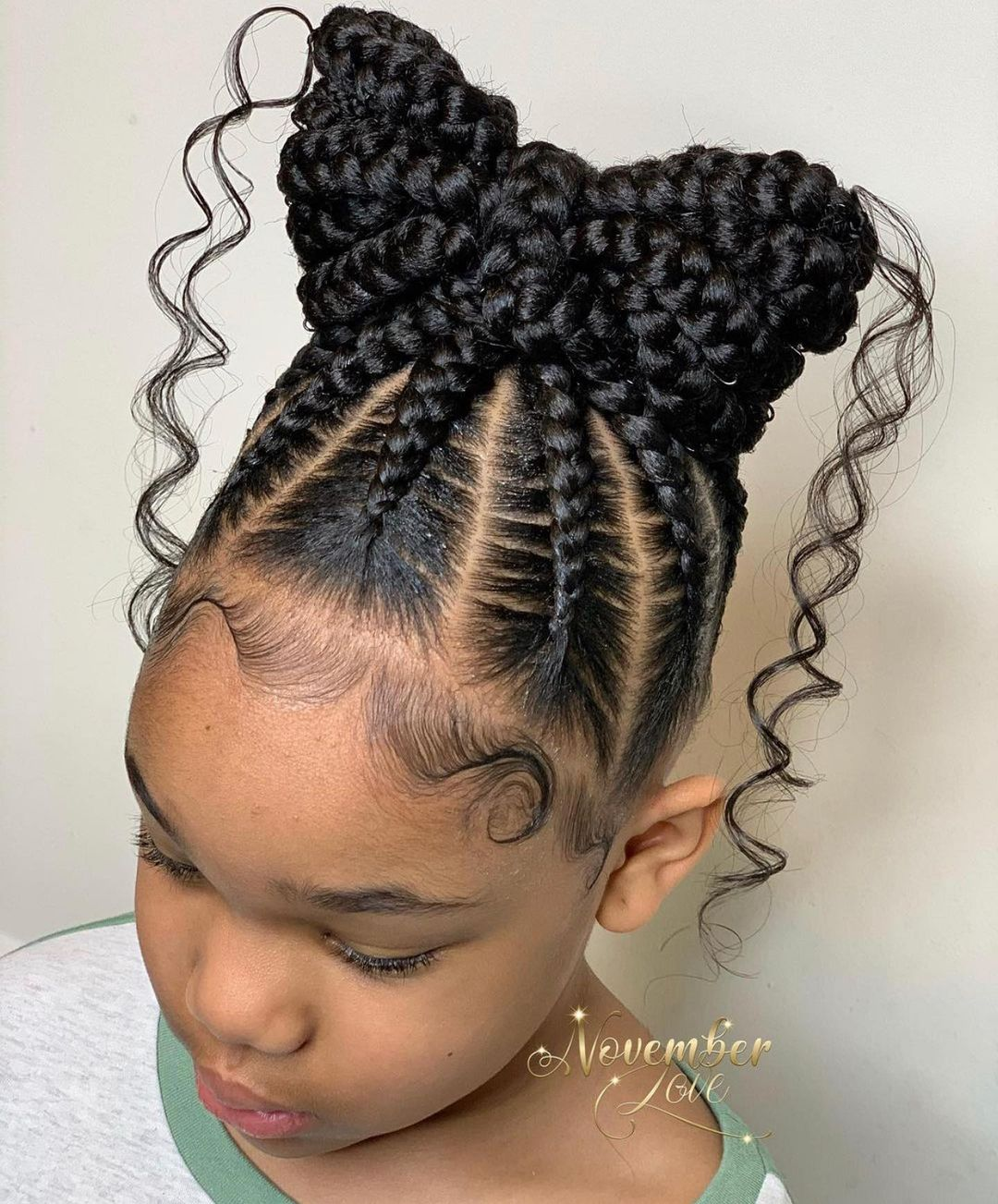 Classic Bow Ponytail With Curls