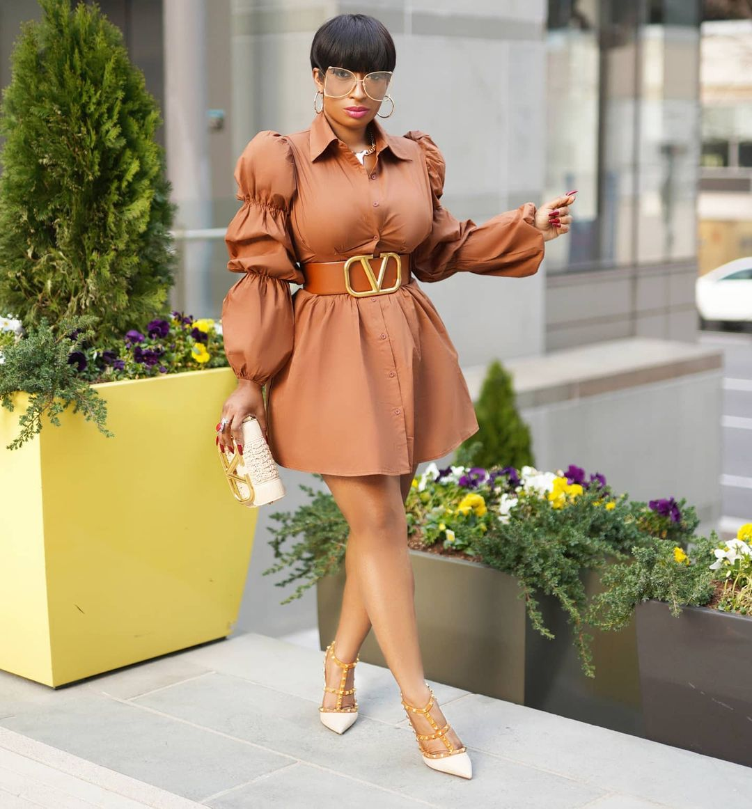 Chic Ama: Keeps It Simple On A Short Gown