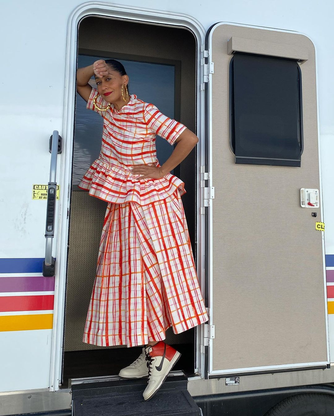 Tracee Ellis Ross Shows Off In Modern Outfit